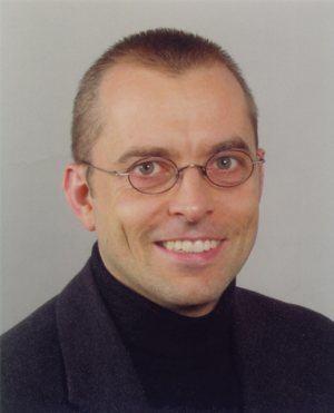 Dr. Arndt Embacher